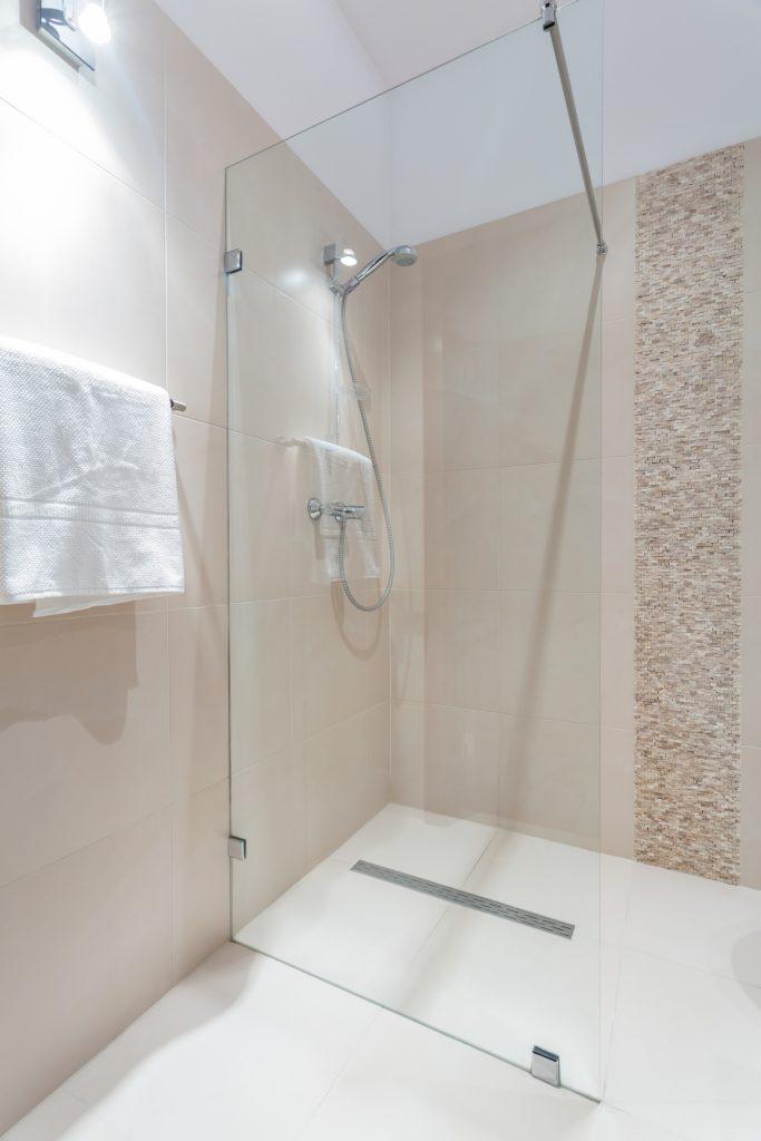 Jolie douche dans la rénovation de votre salle de bain